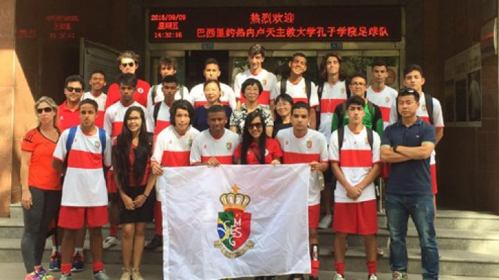 Futebol faz alunos brasileiros apaixonar a cultura chinesa